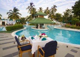 maledivy-hotel-equator-village-026.jpg