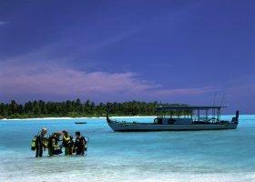maledivy-hotel-holiday-island-009.jpg