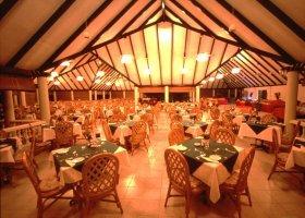 maledivy-hotel-holiday-island-027.jpg