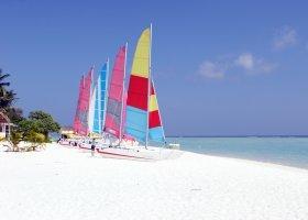 maledivy-hotel-holiday-island-040.jpg