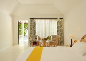 maledivy-hotel-holiday-island-043.jpg