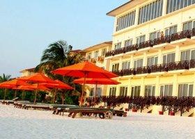 maledivy-hotel-hulhule-island-hotel-001.jpg