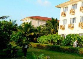 maledivy-hotel-hulhule-island-hotel-004.jpg