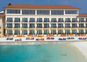 maledivy-hotel-hulhule-island-hotel-005.jpg