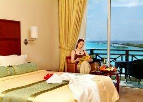 maledivy-hotel-hulhule-island-hotel-014.jpg