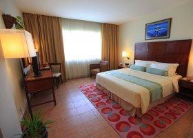 maledivy-hotel-hulhule-island-hotel-016.jpg