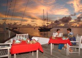 maledivy-hotel-meeru-island-resort-004.jpg