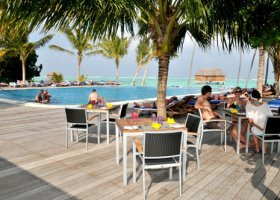maledivy-hotel-meeru-island-resort-006.jpg