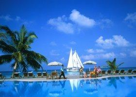maledivy-hotel-meeru-island-resort-007.jpg