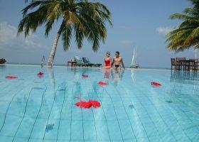 maledivy-hotel-meeru-island-resort-009.jpg