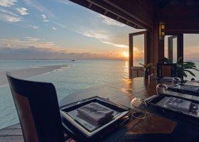 maledivy-hotel-meeru-island-resort-044.jpg