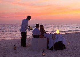 maledivy-hotel-meeru-island-resort-060.jpg
