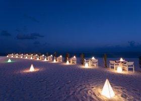 maledivy-hotel-meeru-island-resort-062.jpg
