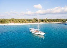 maledivy-hotel-meeru-island-resort-075.jpg