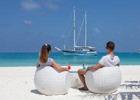 maledivy-hotel-meeru-island-resort-076.jpg