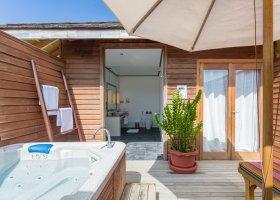 maledivy-hotel-meeru-island-resort-096.jpg