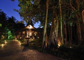 maledivy-hotel-royal-island-resort-spa-004.jpg