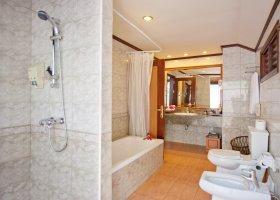 maledivy-hotel-royal-island-resort-spa-070.jpg