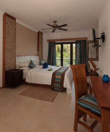 Hillside Villa (400 m²)